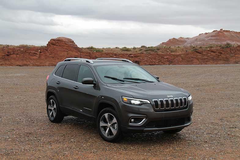 SUV Jeep Cherokee in Desert
