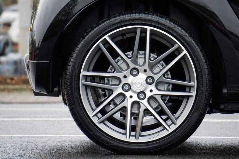 Brabus Black Tire